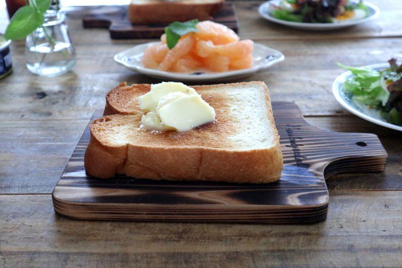 こんがり焼いた、吉野杉のトーストボード 3
