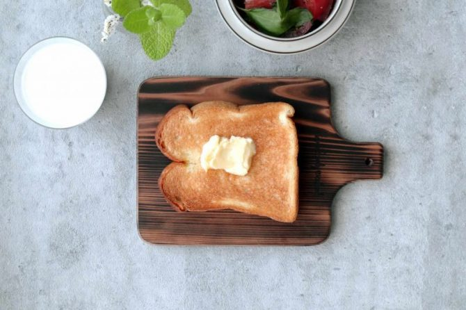 こんがり焼いた、吉野杉のトーストボード